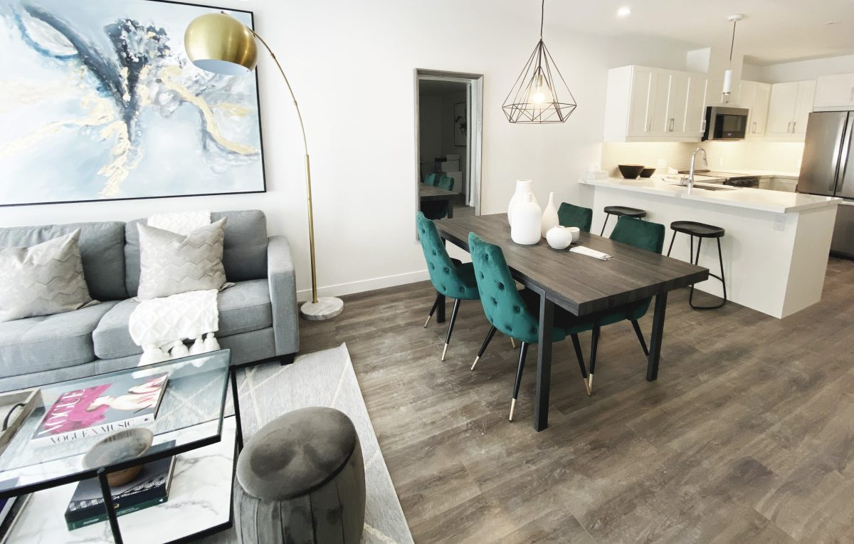 Contemporary dining room with walnut dining table and tufted velvet green dining chairs